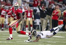 San Francisco 49ers running back Frank Gore (L) gets past St. Louis Rams free safety Rodney McLeod to run in a touchdown during the first half of their NFL football game in St. Louis, Missouri, September 26, 2013. REUTERS/Sarah Conard