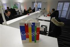Imagen de archivo de la casa matriz de Google en París, dic 6 2011. La autoridad francesa para la protección de datos podría multar a Google por la forma en la que almacena y rastrea la información de sus usuarios, luego de que la compañía ignoró un ultimátum para ajustar sus prácticas a las leyes de Francia. REUTERS/Jacques Brinon/Pool