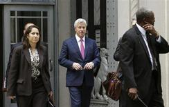 J.P. Morgan CEO Jamie Dimon (C) leaves the U.S. Justice Department after meeting with Attorney General Eric Holder, in Washington September 26, 2013. REUTERS/Gary Cameron