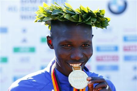 Wilson Kipsang of Kenya poses during the victory ceremony after winning the 40th Berlin marathon, September 29, 2013. REUTERS/Tobias Schwarz