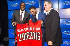Toronto Raptors general manager Masai Ujiri (L), rapper Drake, and President and CEO of Maple Leaf Sports and Entertainment Tim Leiweke (R) pose after an announcement that the Toronto Raptors will host the 2016 NBA All-Star game in Toronto, September 30, 2013. REUTERS/Mark Blinch