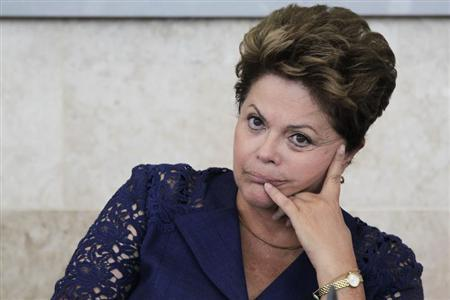 Brazil's President Dilma Rousseff participates in the launch of the Program Inova Company (Programa Inova Empresa) during a meeting of the Mobilization for Business Innovation (MEI) in Brasilia March 14, 2013. REUTERS/Ueslei Marcelino