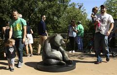 People gather at the giant panda exhibit at the Smithsonian's National Zoo in Washington September 30, 2013. REUTERS/Gary Cameron
