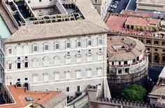 Вид на башню Института религиозной деятельности в Ватикане в 2011 году. Банк Ватикана после десятилетий скандалов и непрозрачных сделок во вторник впервые за свою 125-летнюю историю опубликовал годовой отчет. REUTERS/Stringer