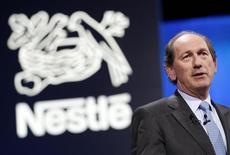 Le directeur général de Nestlé Paul Bulcke a laissé entendre mardi que le numéro un mondial de l'agroalimentaire était près de céder ses marques non rentables et de traiter le problème de ses activités qui sous-performent depuis trop longtemps. /Photo prise le 11 avril 2013/REUTERS/Denis Balibouse