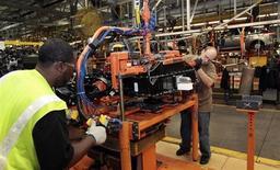 La croissance de l'activité manufacturière aux Etats-Unis a connu en septembre son rythme le plus soutenu depuis avril 2011 et les entreprises ont créé le plus grand nombre d'emplois en 15 mois, selon les résultats de l'enquête mensuelle de l'Institute for Supply Management (ISM). /Photo d'archives/REUTERS/Rebecca Cook