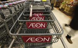 The logo of Aeon Co is seen on shopping carts at its supermarket in Tokyo January 10, 2013. REUTERS/Toru Hanai
