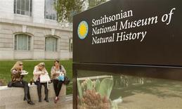 Women enjoy a snack outside the Smithsonian National Museum of Natural History in Washington September 30, 2013. REUTERS/Kevin Lamarque