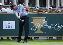 South African golfer Ernie Els hits a driver off the tee during the first practice round for the 2013 Presidents Cup golf tournament at Muirfield Village Golf Club in Dublin, Ohio October 1, 2013. REUTERS/Jeff Haynes