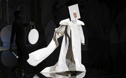 Foto de archivo de Lady Gaga actuando en los 2013 MTV Video Music Awards en Nueva York. Agosto 25, 2013. REUTERS/Eric Thayer