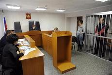 Активист Greenpeace канадец Пол Ружицкий в зале суда в Мурманске 26 сентября 2013 года. Российский Следственный комитет начал предъявлять обвинения в пиратстве активистам Greenpeace, арестованным за протест против нефтедобывающей платформы Газпрома в Арктике. REUTERS/Sergei Eshchenko