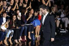 U.S. designer Marc Jacobs appears at the end of his Spring/Summer 2014 women's ready-to-wear fashion show for French fashion house Louis Vuitton during Paris fashion week October 2, 2013. REUTERS/Benoit Tessier