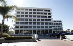Imagen de archivo de la administradora de fondos PIMCO en Newport Beach, EEUU, ene 26 2012. Bill Gross, director de Pimco, el mayor fondo de bonos del mundo, dijo el miércoles que la economía global podría enfrentar tasas de interés bajas durante décadas. REUTERS/Lori Shepler