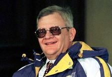 Novelist Tom Clancy is shown in this February 5, 1998 file photo. REUTERS/Eric Miller/Files