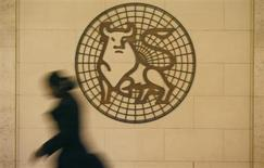 A woman walks past the Merrill Lynch logo outside their offices in the City of London March 6, 2009. REUTERS/Andrew Winning
