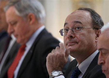 Spain's Central Bank Governor Luis Maria Linde (R) looks on as he sits next to his French counterpart Christian Noyer before a conference in Madrid November 16, 2012. REUTERS/Andrea Comas