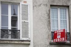 Après son ralentissement traditionnel du mois d'août, l'activité du marché des crédits immobiliers est repartie en septembre en France, mais à un rythme moindre que les années précédentes, selon le tableau de bord mensuel de septembre de l'Observatoire Crédit logement/CSA. /Photo d'archives/REUTERS/Mal Langsdon