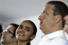 Ex-senadora Marina Silva, que se filiou ao PSB do governador de Pernambuco e presidente da sigla, Eduardo Campos, durante cerimônia em que foi anunciada a decisão em Brasília 5/10/2013. REUTERS / Ueslei Marcelino (BRAZIL - Tags: POLITICS ELECTIONS) - RTR3FMT4