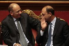 Il premier Enrico Letta (a sinistra) e il vicepremier Angelino Alfano. REUTERS/Tony Gentile