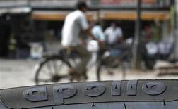 Le projet de rapprochement entre le fabricant de pneus indien Apollo Tyres et son concurrent américain Cooper Tire & Rubber a connu un nouveau revers à la suite d'un désaccord entre les deux parties sur le prix de la transaction. /Photo prise le 13 juin 2013/REUTERS/Anindito Mukherjee