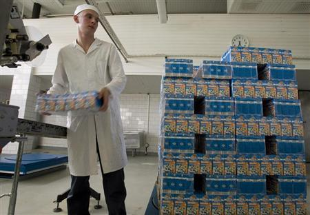 A worker loads a packs of milk at a milk plant in Minsk, June 17, 2009. REUTERS/Vasily Fedosenko