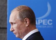 Президент РФ Владимир Путин на саммите АТЭС в Нуса Дуа, Индонезия 8 октября 2013 года. Президент России Владимир Путин потребовал извинений от властей Нидерландов за то, что Москва расценила как нападение на дипломата из РФ, произошедшее в Гааге на выходных. REUTERS/Edgar Su