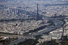 Le Fonds monétaire international (FMI) a relevé mardi ses prévisions de croissance de l'économie française à 1,0% en 2014 après 0,2% cette année. /Photo prise le 14 juillet 2013/REUTERS/Charles Platiau