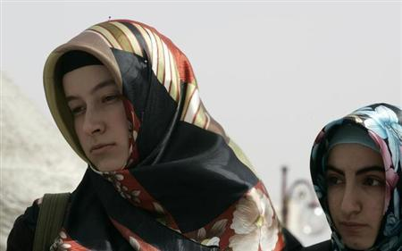 Headscarved protesters attend a demonstration against the ban on wearing headscarves at university, in Ankara April 12, 2008. REUTERS/Umit Bektas/Files