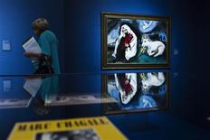 """A visitor walks past a painting by artist Marc Chagall titled """"Solitude"""" at the """"Love, War, and Exile"""" exhibition at the Jewish Museum in New York, in this September 10, 2013, file photo. REUTERS/Eduardo Munoz/Files"""