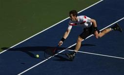 Andy Murray of Britain chases down a return to Stanislas Wawrinka of Switzerland at the U.S. Open tennis championships in New York September 5, 2013. REUTERS/Adam Hunger