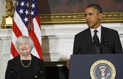 Barack Obama a choisi de proposer Janet Yellen pour le poste de présidente de la Réserve fédérale des Etats-Unis, une nomination qui devrait être validée sans grande difficulté par le Sénat. Numéro deux de la Fed depuis 2010, Janet Yellen deviendra la première femme à diriger la plus puissante banque centrale du monde après le départ, prévu le 31 janvier, de l'actuel président Ben Bernanke, en poste depuis 2006. /Photo prise le 9 octobre 2013/REUTERS/Jonathan Ernst