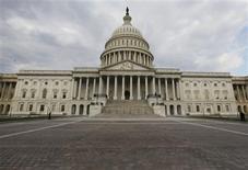 El Capitolio estadounidense en Washington, oct 1 2013. El presidente de Estados Unidos, Barack Obama, seguirá presionando para una pronta reapertura del Gobierno federal, sumada a un incremento de emergencia de la autoridad de endeudamiento del país cuando se reúna el viernes con republicanos del Senado. REUTERS/Larry Downing