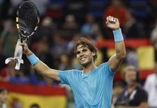 Tenista espanhol Rafael Nadal comemora após vencer partida contra o suíço Stanislas Wawrinka pelo Aberto de Xangai, na China. O atual campeão e primeiro cabeça-de-chave do Aberto de Xangai, Novak Djokovic, também classificou-se nesta sexta-feira para as semifinais da competição. 11/10/2013 REUTERS/Aly Song