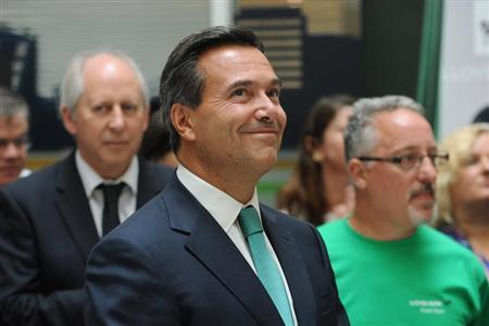 Lloyds Banking Group chief executive Antonio Horta-Osorio listens to Britain's Chancellor of the Exchequer George Osborne address staff at a Lloyds Contact Centre in Birmingham, central England September 17, 2013. REUTERS/Joe Giddens/Pool
