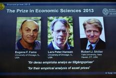 """Le prix Nobel d'économie a été attribué lundi aux Américains Eugene Fama, Lars Peter Hansen et Robert Shiller """"pour leurs analyses empiriques des prix des actifs"""". /Photo prise le 14 octobre 2013/REUTERS/Claudio Bresciani/TT"""