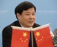 """Vice-ministro das Finanças da China, Zhu Guangyao, durante reunião na cúpula do G20 Summit, em Strelna, próximo a São Petersburgo. Guangyao cobrou que o governo dos Estados Unidos tome """"medidas concretas"""" para impedir o abismo fiscal e evitar o default de bônus da dívida. 5/09/2013. REUTERS/Roman Yandolin/RIA Novosti/Pool"""