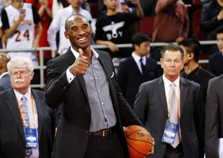 Los Angeles Lakers' Kobe Bryant gestures to his teammates before their game against the Golden State Warriors at the NBA Global Games in Beijing, October 15, 2013. REUTERS/Kim Kyung-Hoon