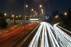 Le marché automobile européen a progressé de 5,5% en septembre, à la faveur d'un marché britannique qui reste porteur et d'un jour ouvrable supplémentaire par rapport au même mois de 2012. /Photo d'archives/REUTERS/Mick Tsikas