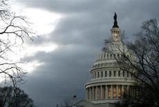 Здание Капитолия в Вашингтоне 31 января 2006 года. Сенат США готовится к последней попытке предотвратить прекращение полномочий правительства на получение заимствований, которое может привести к дефолту и нанести ущерб мировой экономике. REUTERS/Jonathan Ernst