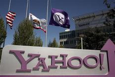 Yahoo, à suivre mercredi sur les marchés américains. Le groupe internet a annoncé qu'il vendrait moins d'actions qu'initialement prévu à l'occasion de la prochaine IPO du géant chinois du commerce en ligne Alibaba. /Photo d'archives/REUTERS/Robert Galbraith