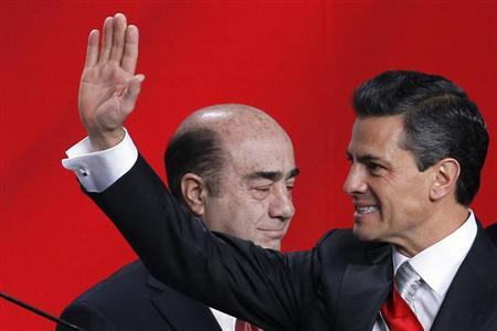 Mexico's new president Enrique Pena Nieto gestures after a speech at National Palace in Mexico City December 1, 2012. REUTERS/Edgard Garrido