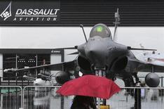 """Dassault Aviation, qui a vu ses ventes progresser de 3% au cours des neuf premiers mois de 2013, a prévenu que le """"shutdown"""", la fermeture partielle des administrations aux Etats-Unis entamée le 1er octobre, pourrait remettre en cause ses prévisions. /Photo d'archives/REUTERS/Pascal Rossignol"""