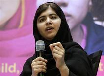 Малала Юсуфзай выступает на совместной пресс-конференции с президентом Всемирного банка в Вашингтоне в Международный день девочек 11 октября 2013 года. Юная пакистанская правозащитница Малала Юсуфзай, чья активная поддержка доступности образования для женщин едва не стоила ей жизни, стала почетной гражданкой Канады, сообщило канадское правительство. REUTERS/Gary Cameron
