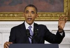 """El presidente de Estados Unidos, Barack Obama, en la Casa Blanca en Washington, oct 17 2013. El presidente Barack Obama dijo el jueves que los """"estadounidenses están completamente hastiados de Washington"""", un día después de que se evitara una cesación de pagos a último minuto, e instó a que se sostengan conversaciones en el Congreso sobre presupuesto, inmigración y legislación agrícola. REUTERS/Jason Reed"""