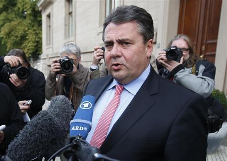 Social Democratic Party (SPD) party leader Sigmar Gabriel addresses the media after preliminary coalition talks between Germany's conservative (CDU/CSU) parties and the Social Democrats (SPD) at the Parliamentary Society in Berlin October 4, 2013. REUTERS/Fabrizio Bensch