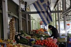 A Komotini, dans le nord de la Grèce. Athènes a réalisé des progrès sur la voie de la normalisation budgétaire mais elle doit accélérer la mise en oeuvre de réformes structurelles et rendre l'administration plus efficace pour doper la croissance, estime la Commission européenne. /Photo d'archives/REUTERS/Grigoris Siamidis