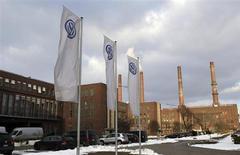 L'Allemagne a remporté mardi une victoire décisive contre la Commission européenne, la plus haute juridiction européenne ayant désavoué les tentatives de cette dernière d'abolir une loi locale qui préserve Volkswagen de toute OPA. /Photo d'archives/REUTERS/Fabrizio Bensch