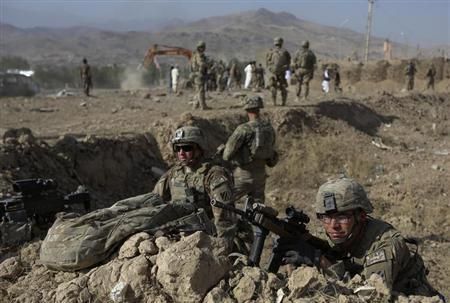 U.S. troops, part of the NATO-led International Security Assistance Force (ISAF), take position at the site of a suicide attack in Maidan Shar, the capital of Wardak province, September 8, 2013. REUTERS/Omar Sobhani