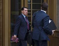 Former Ecuadorean judge Alberto Guerra Bastida (L) leaves the federal court in New York October 22, 2013. REUTERS/Eric Thayer