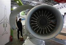 Elément de moteur produit par Nexcelle engine, co-entreprise entre Safran et General Electric. Le motoriste français a annoncé jeudi une hausse de 9,7% son chiffre d'affaires au troisième trimestre, supérieure aux attentes des analystes. /Photo d'archives/REUTERS/Bobby Yip